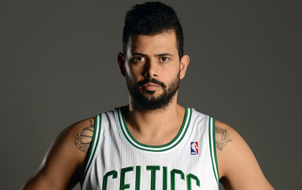 Após troca, pivô brasileiro Vitor Faverani é dispensado pelo Celtics